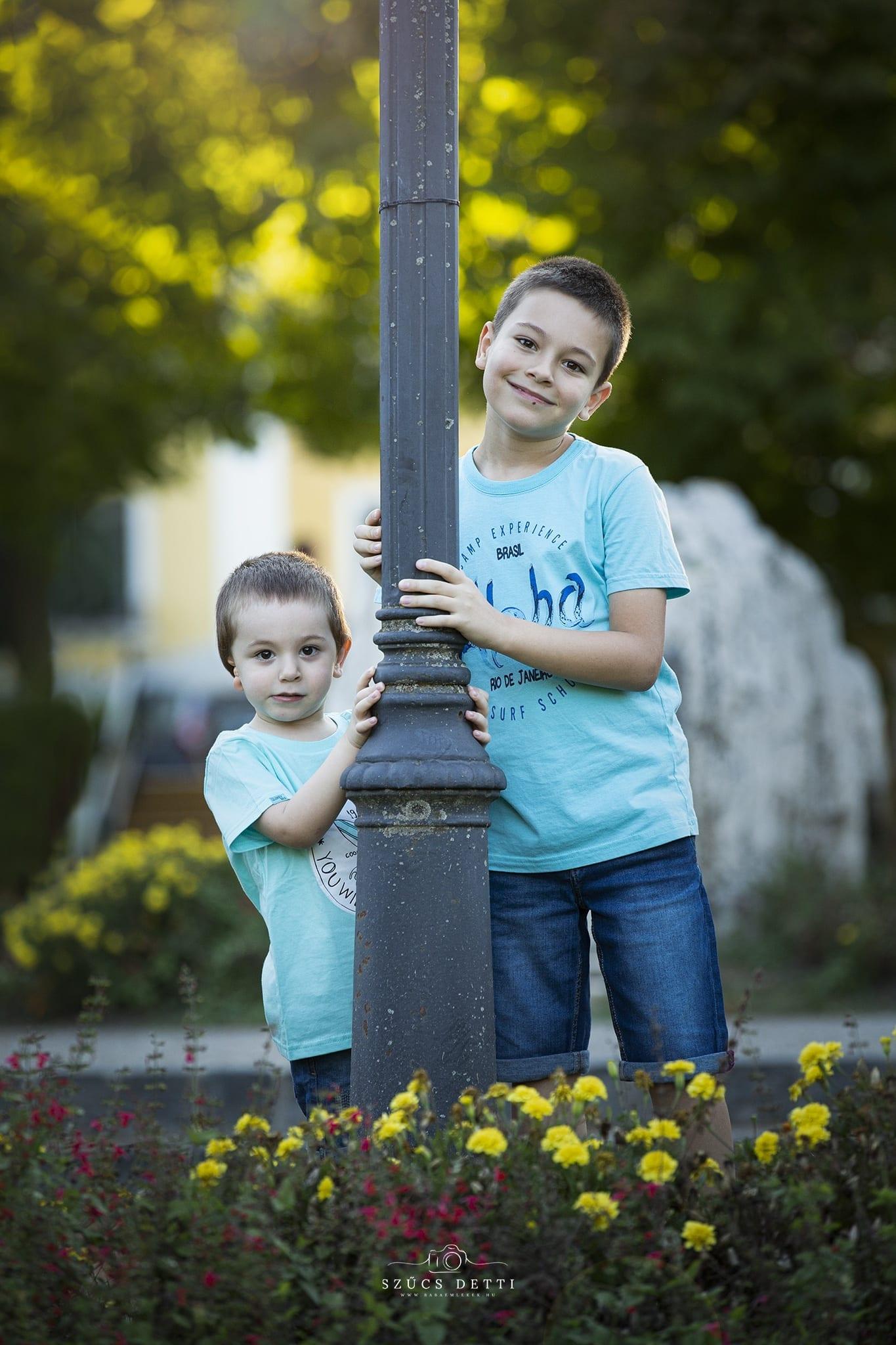 Gyermekfotózás Baján a Déry kertben