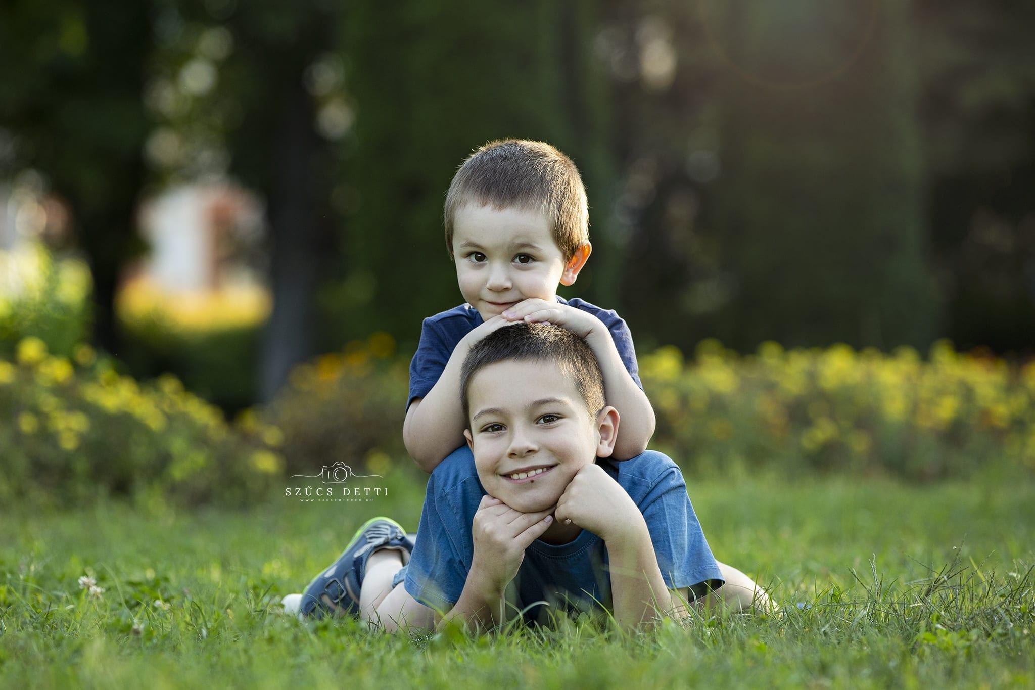 Nyári testvérfotózás a Déry kertben 2020