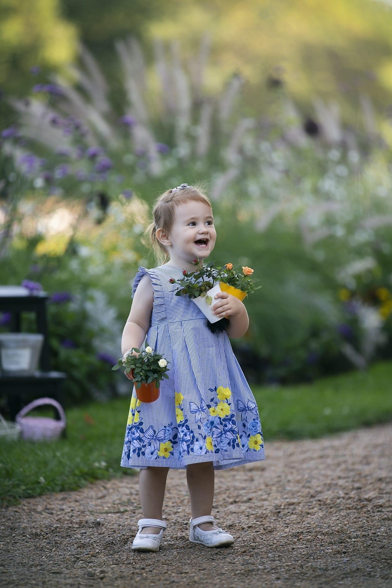 Virágos mosolygós gyerek fotózás 2019 nyár