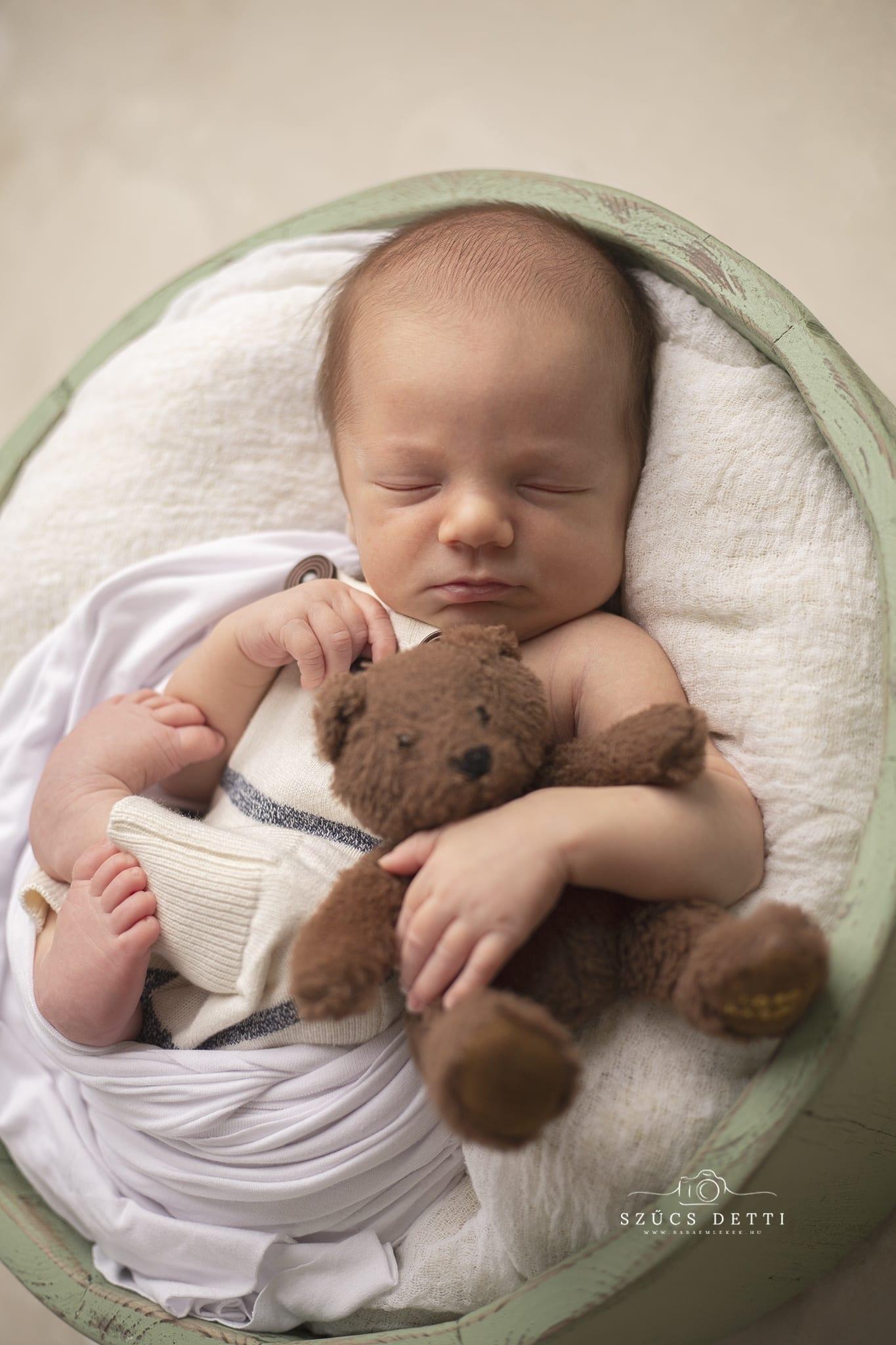 Babapúderillatú újszülöttfotózás 01