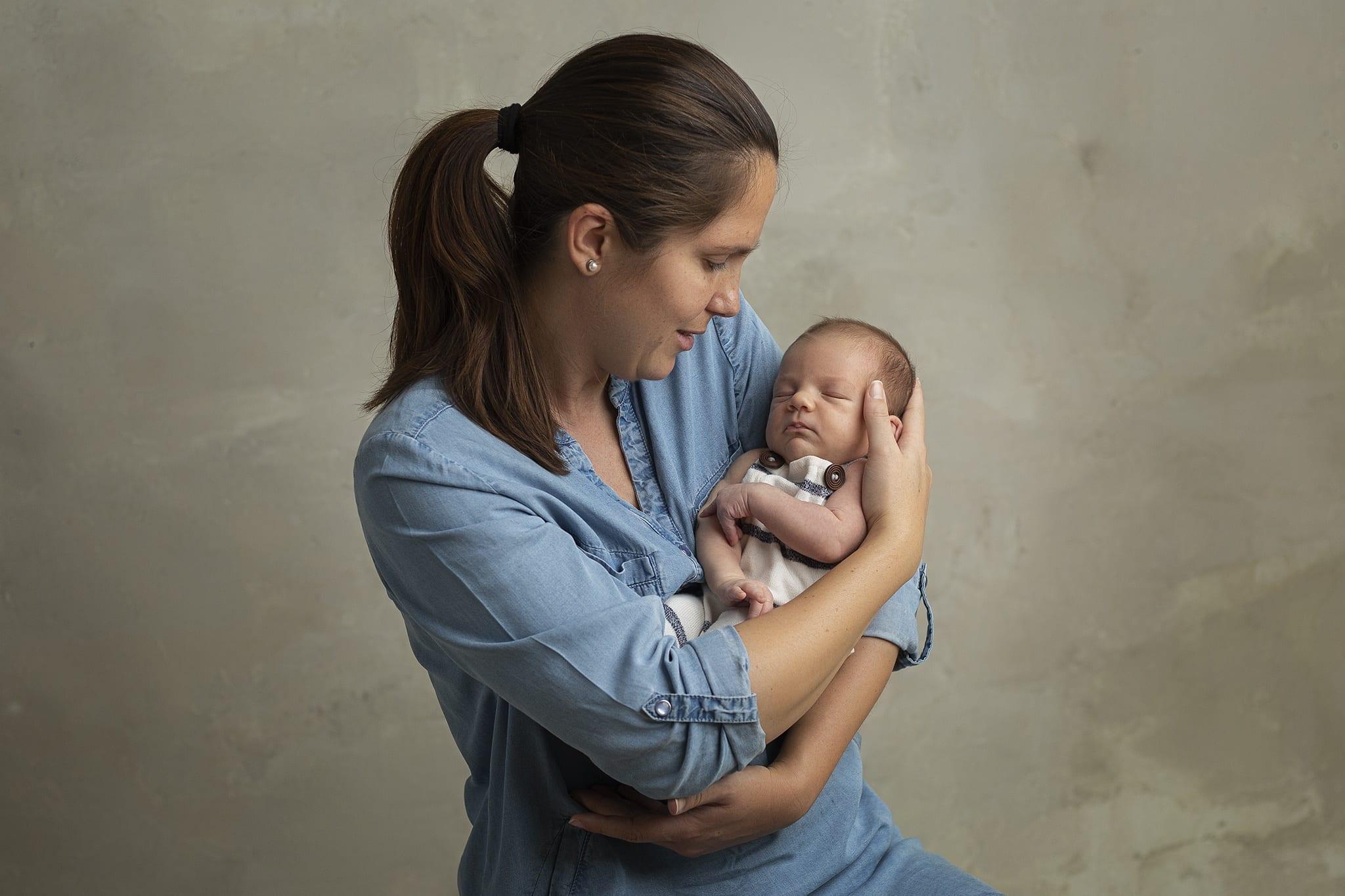 Gyönyörű kisbaba fotózás budapesti fotóstúdióban