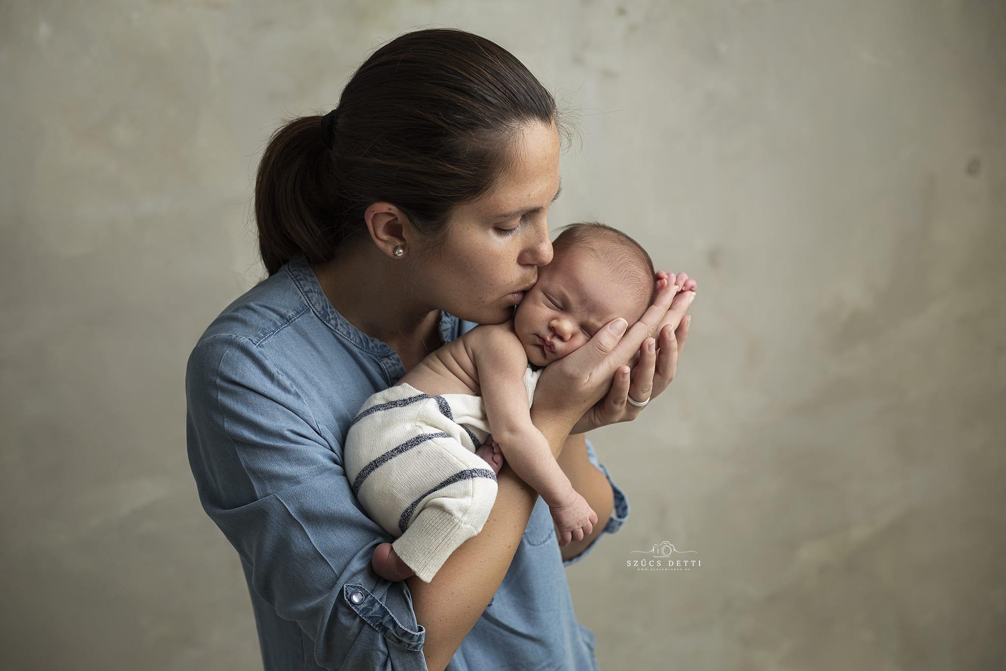 Művészi újszülöttfotózás budapesti bababarát műteremben