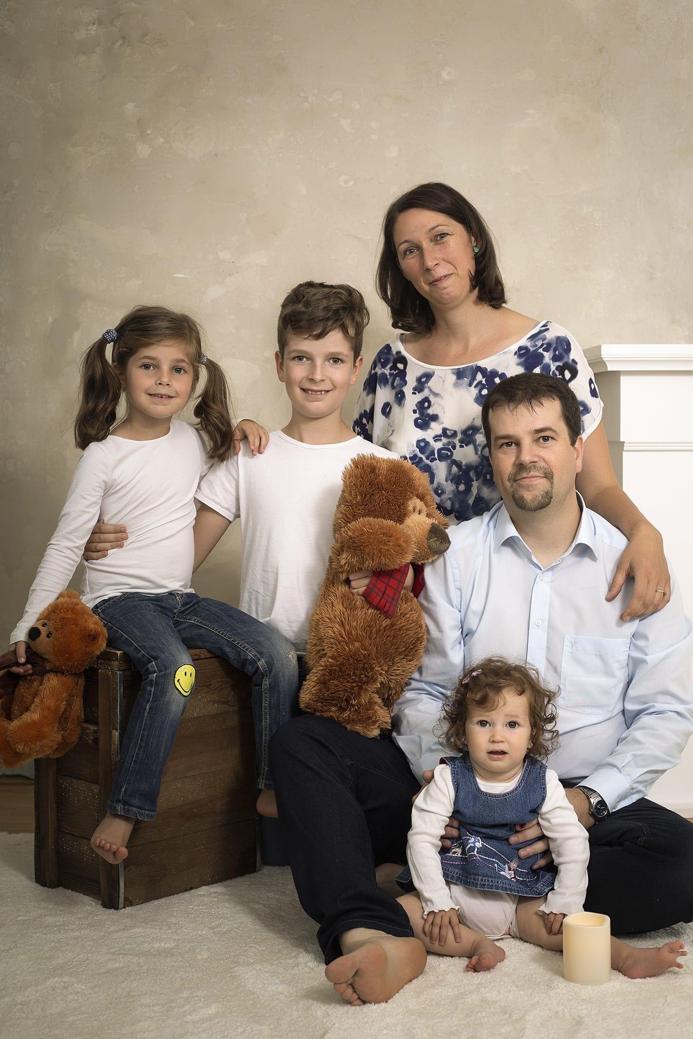 tökéletes családi kép budapesti fotóstúdióban