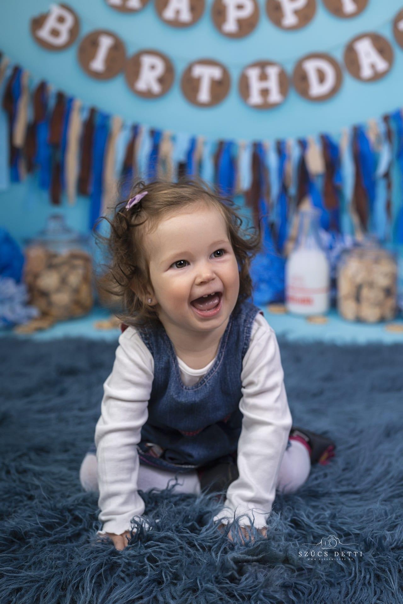 Születésnapi kreatív babafotó budapesti műteremben babaemlekek.hu
