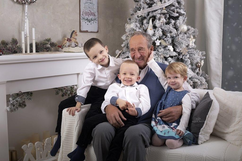 Karácsonyi Családi Fotózás A Nagypapával Műteremben