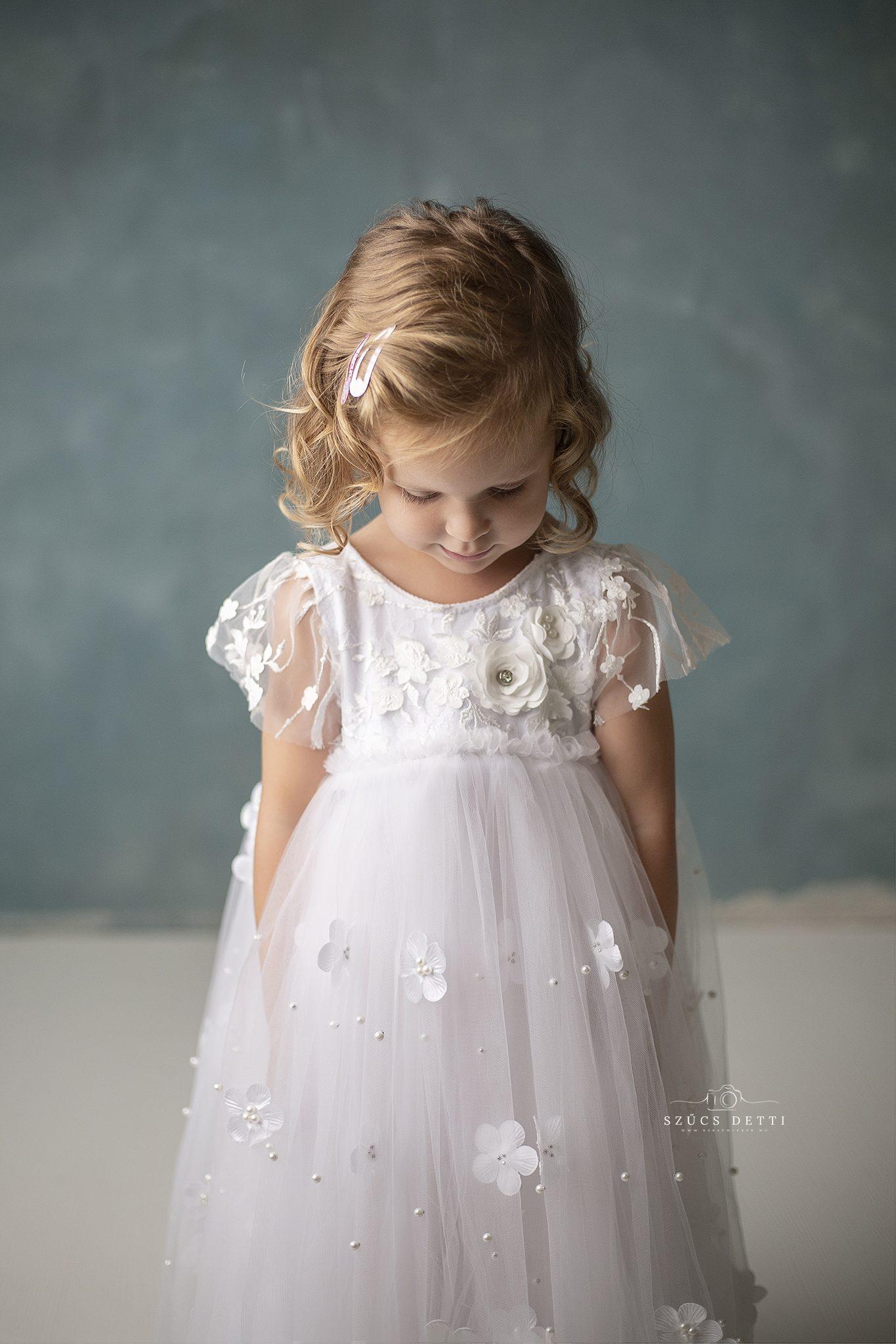 hercegnős gyermekfotózás budapesti gyermekbarát fotóstúdióban